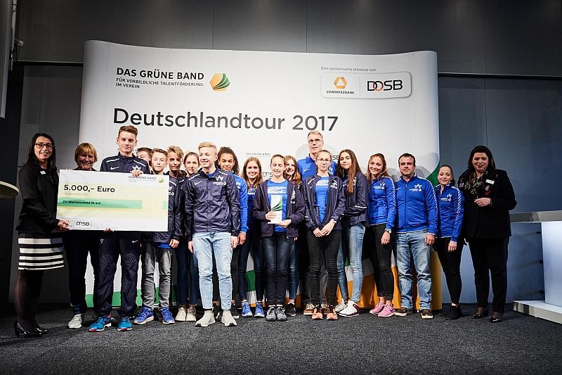 """Preisverleihung in Düsseldorf 2017: """"Das grüne Band für vorbildliche Talentförderung""""! (Foto: TV 01)"""