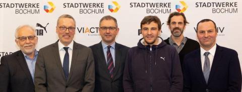 Die Top-Partner des TV Wattenscheid: Dietmar Spohn (Stadtwerke Bochum - Mitte), Reinhard Brücker (VIACTIV - links), Stefan Wilk (PUMA - 3.v.r.) (Foto: VIACTIV)