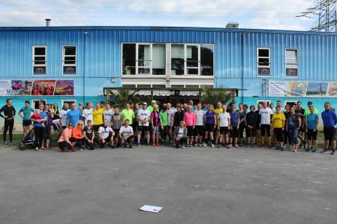 Mehr als 100 Läufer/innen beim Auftakt des Stadtwerke Bochum Vorbereitungslauftreffs. (Foto: TV01)