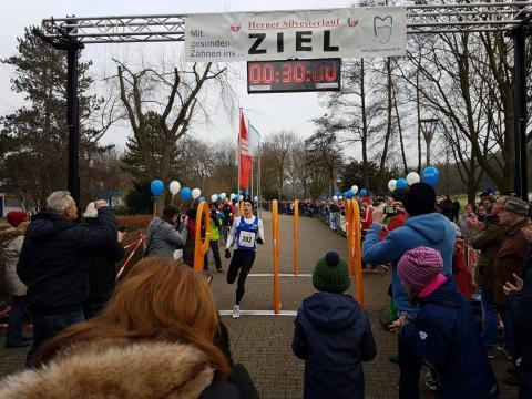 Marius Probst beim Zieleinlauf in Herne. (Foto: TV 01)