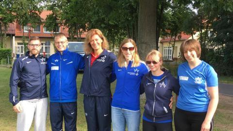 Die Wattenscheider Paralympics Teilnehmer zusammen mit Trainerin Simone Lüth. (Foto:TV 01)