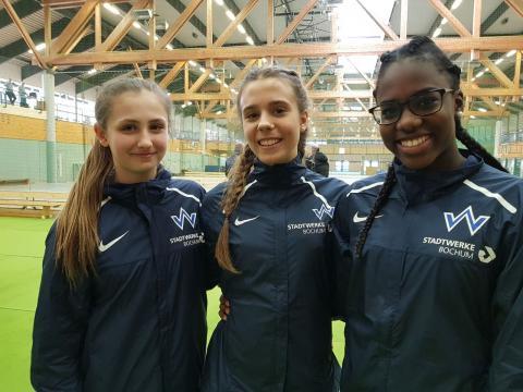 Die Westfalenmeisterinnen (v.l.) Jolie Bomert, Madleen Malecki und Aaliyah Mbenda. (Foto: TV01)
