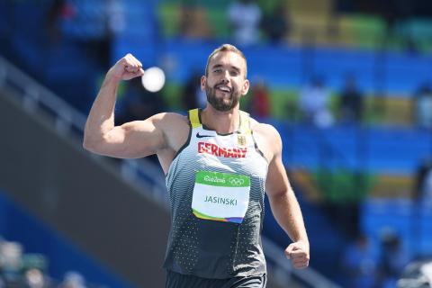 Daniel Jasinski auf der Ehrenrunde in Rio: Bronzemedaille bei den Olympischen Spielen 2016 (Foto: von der Laage)
